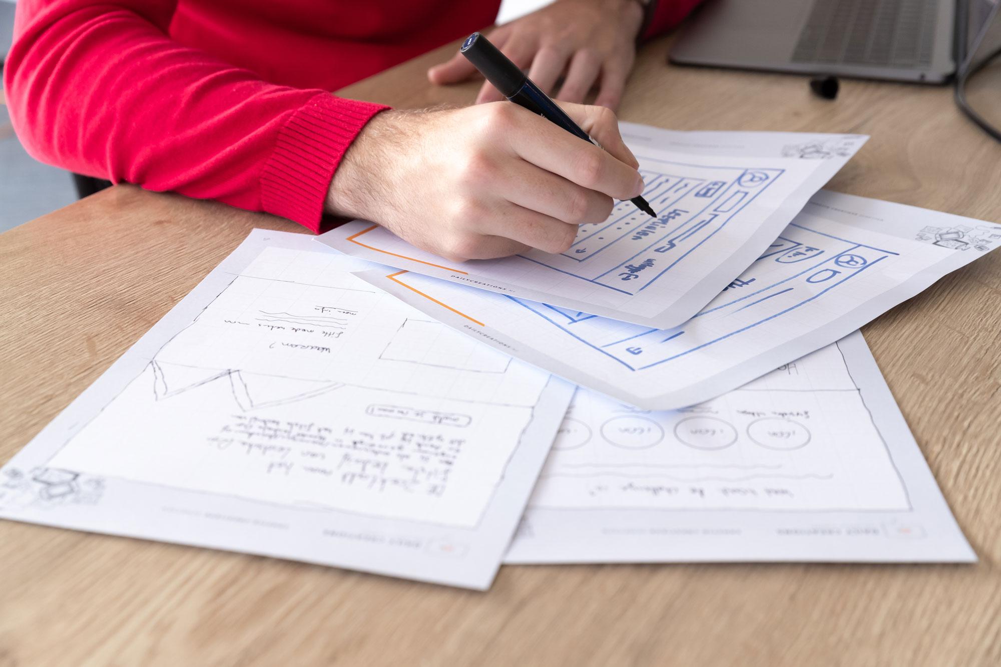Close-up van schetsen op papier