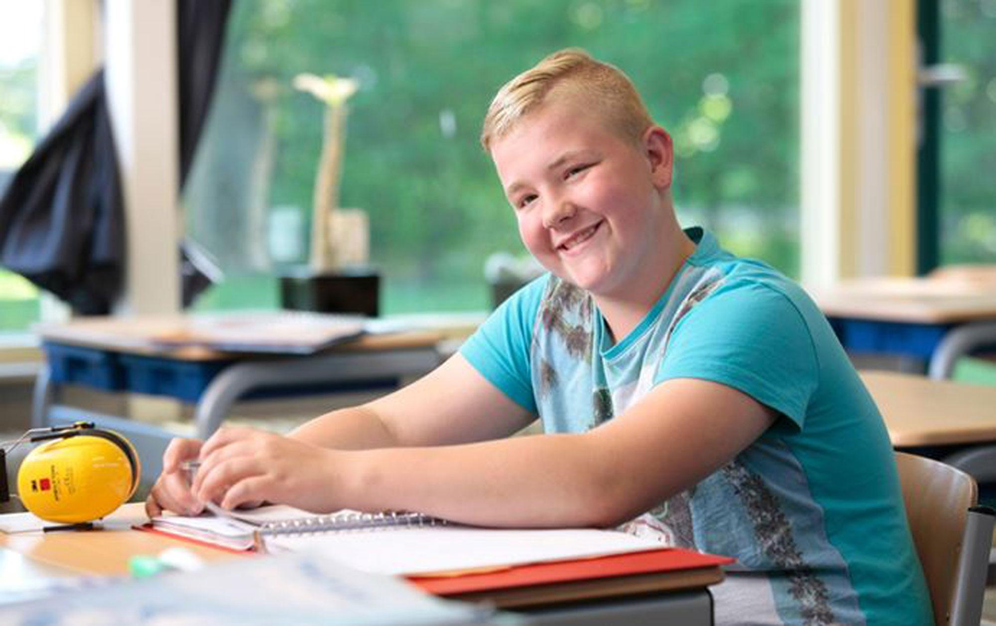 Sfeerbeeld van een leerling op een school